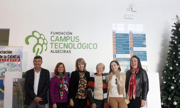 Los mejores trabajos de investigación de alumnos de secundaria de Algeciras expuestos en el hall del edificio I+D+i