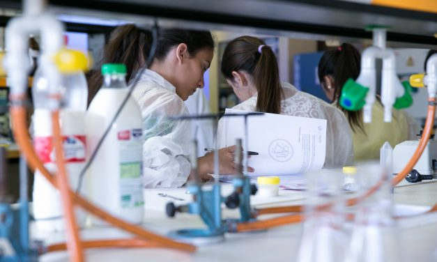 Becas de investigación en centros nacionales e internacionales 2021